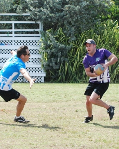 Neil Montgomery evades the Walkers defence (240x300).jpg