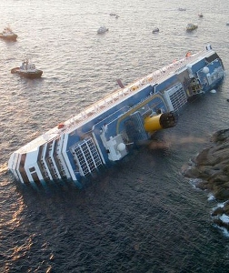 costa-concordia-off-coast_47180_600x450 (252x300).jpg
