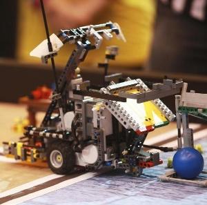 robot1_img_2129_ag (300x297).jpg