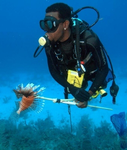 sam-with-lion-fish (254x300).jpg